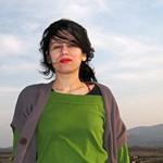 Marijana Nikolajević: Priča o jednoj mušici koja je zagolicala nos i sletela na kragnu